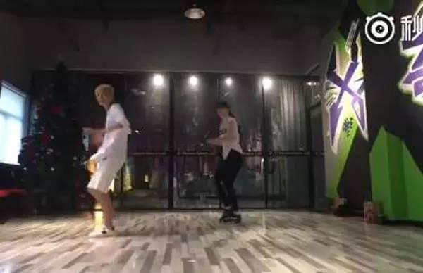 小编就为你介绍一下. 据悉,刘亦菲跳舞的背景音乐是《Closer》. ...