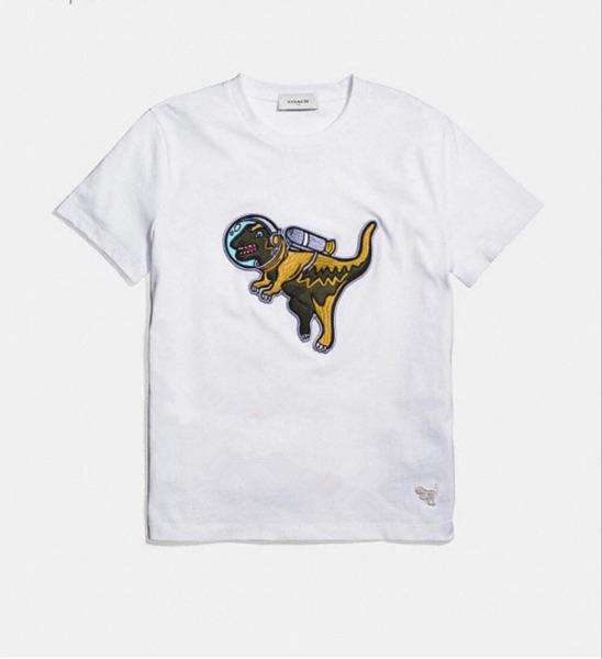 Coach蔻驰今年T恤流行恐龙元素or大家都玩动物园?