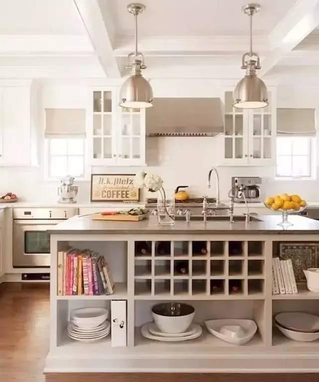 别墅开放式厨房设计,中岛台颜值与实力兼具图片