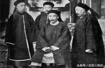 朱翊钧/中坐者为端郡王载漪...