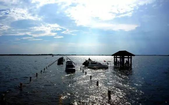 鄱阳湖汛期,危险而又充满魅力的中国最美水上公路即将