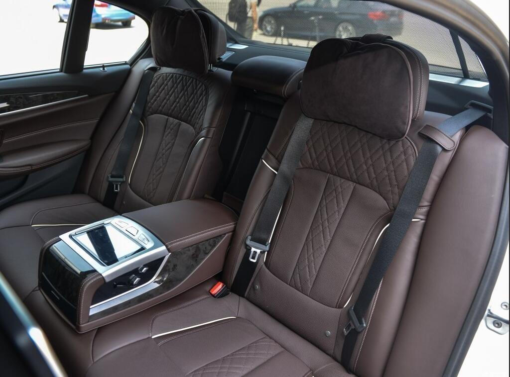 配置 豪华和舒适更强,主力车型价格下探,BMW国产新5系Li值得买