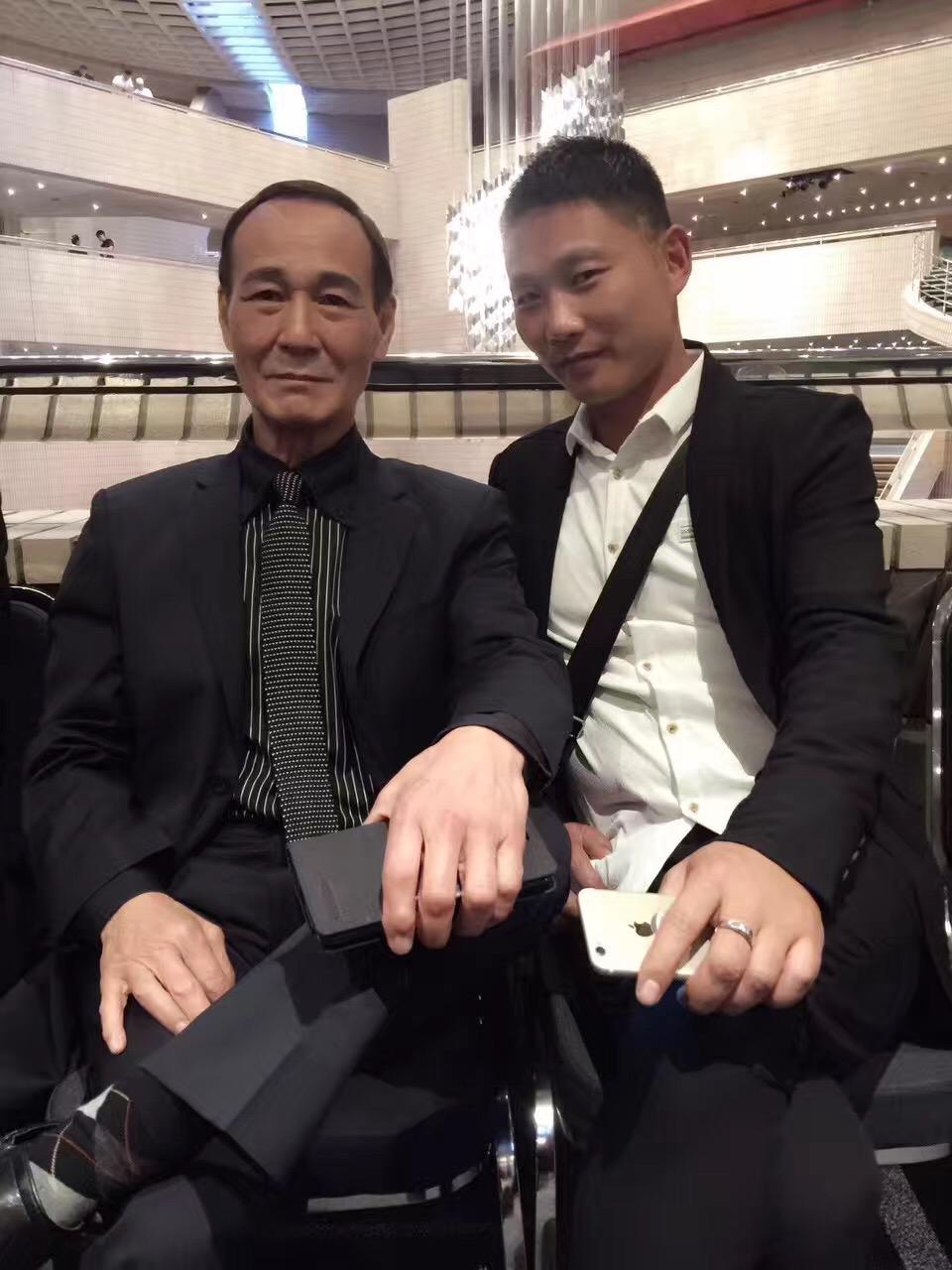 知名明星经纪人陈少第36届香港电影金像奖红毯回顾