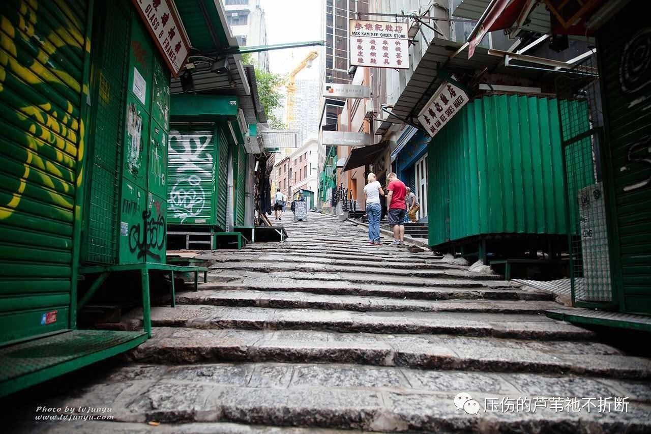 香港的街道狭窄、甚至破旧.图片