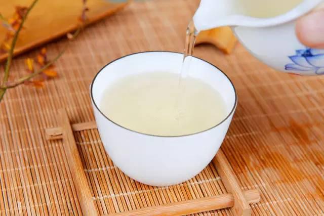 喝白茶减肥吗图片