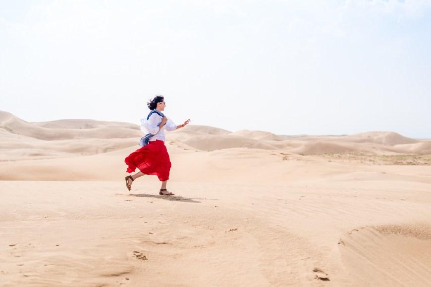 """响沙湾骑骆驼,超过500峰骆驼为世界最长的驼队"""""""