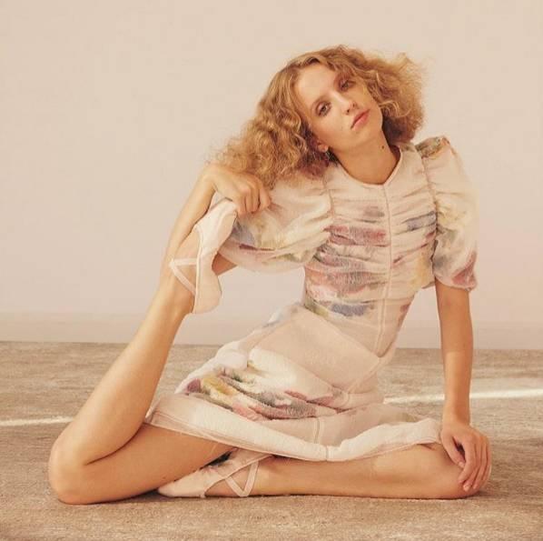 为什么时尚大牌都在谈论这个24岁网红少女?