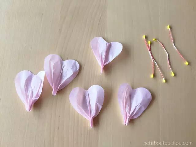 今天给大家分享简单剪纸教程,漂亮的剪纸花. 一,梅花