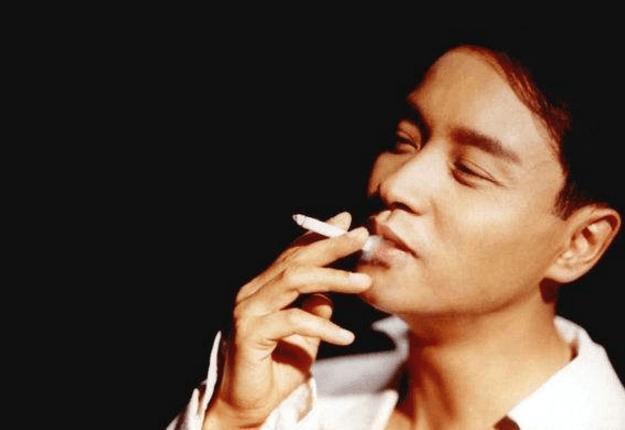 年轻�y.���-yolyf�z_刘德华华仔年轻时候的抽烟照片,看着也是一脸的陶醉,不知道是享受烟