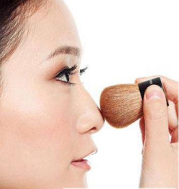 美妆博主 穆雅斓 教你 鼻子高光怎么打图片