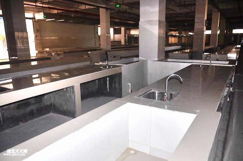 熟食区:有专门的隔离玻璃窗口,能保持食物干净.图片