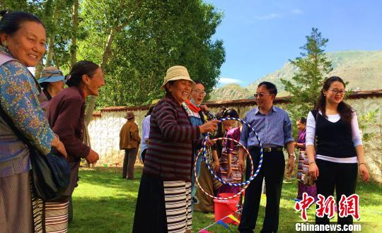 西藏藏医院让百余位退休老藏医时隔数年再聚首(组图)