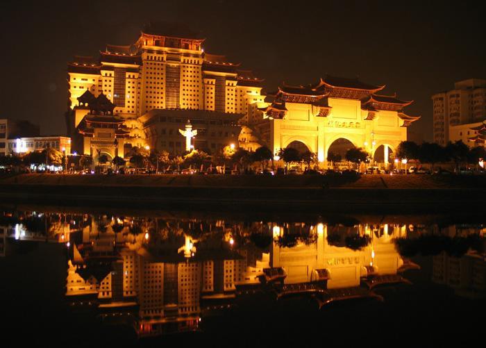 玉林云天宫 中国最大单体艺术宫殿,是谁建造