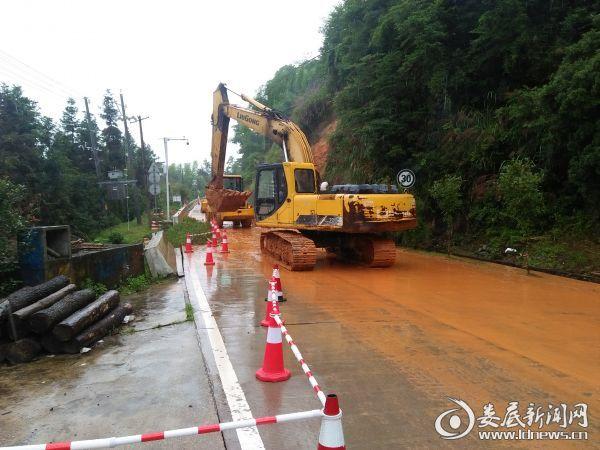 湖南10条国省道18处路段在抢修 多趟列车临时停运