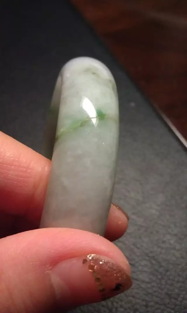 翡翠原石和成品的石纹与裂纹的区别