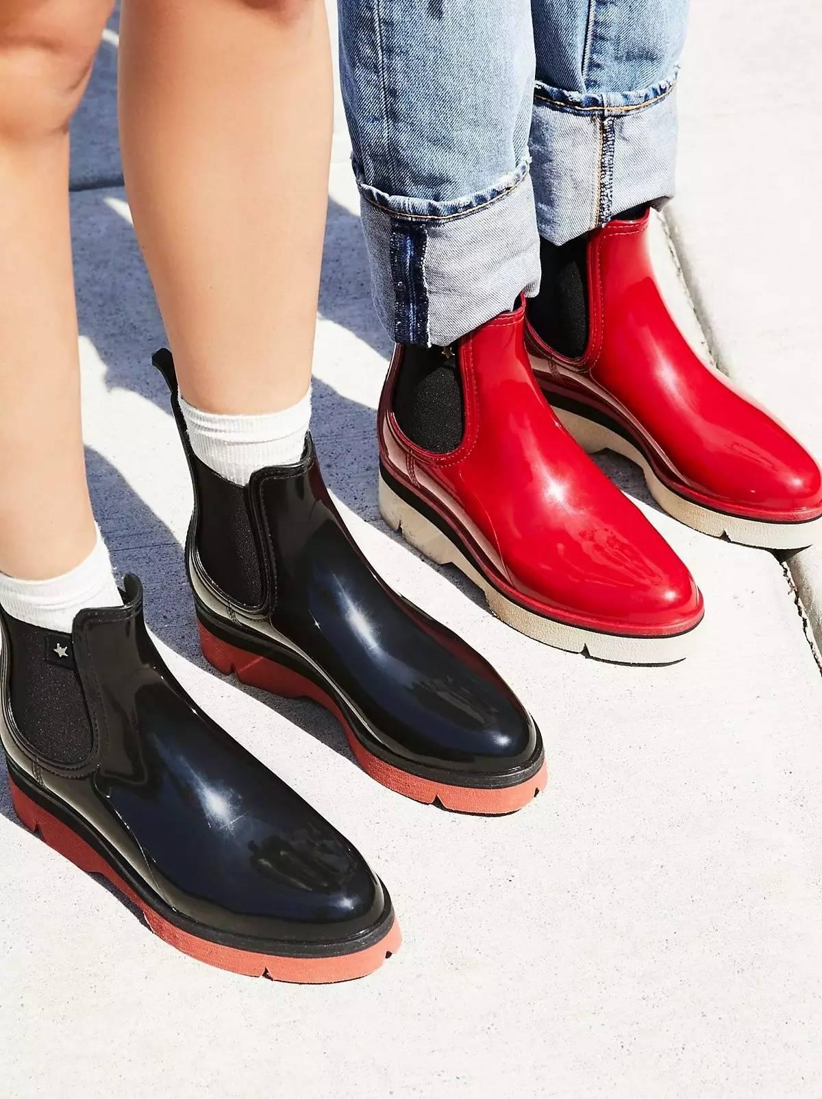 最适合凹造型的 free people   如果你喜欢厚底鞋,那么不妨关注一下 jeffrey campbell 的厚底雨靴.