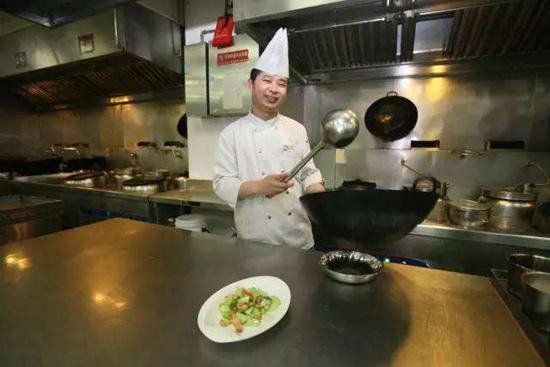 餐馆老板直播做菜过程 坚持10年无一例投诉图片