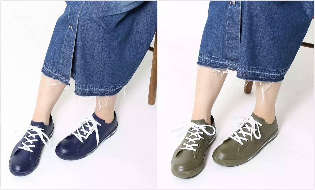 要问有没有   适合直男穿的酷酷的雨鞋   ,那   匡威的chuck taylor 系列的橡胶款   便再合适不过.