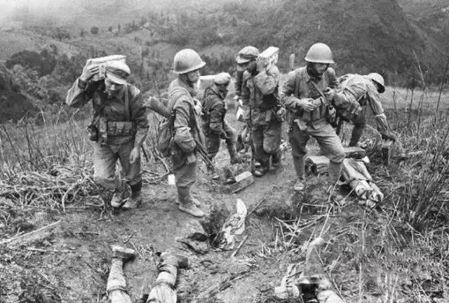 79年越战不公开的十大禁令 严禁解放军佩戴帽徽 肩章