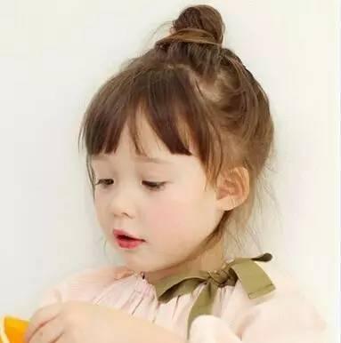 每天编辫子太费劲?这些简单易打理的发型照样让女儿美成小公主!图片