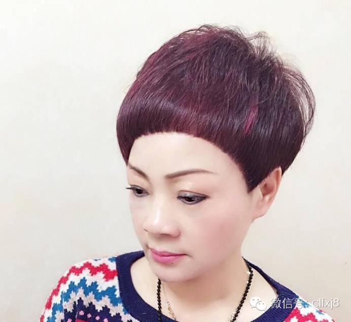 纹理超短发越来越红,不管是男生和女生都非常喜欢这样的烫发发型,在图片