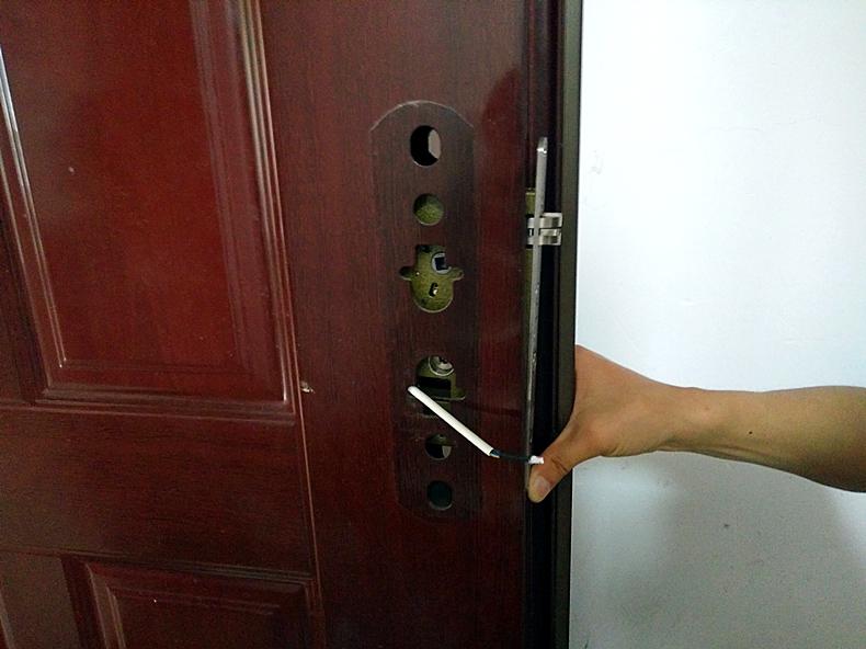 梦见门锁不上门