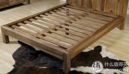 榫卯结构的床架,很结实.