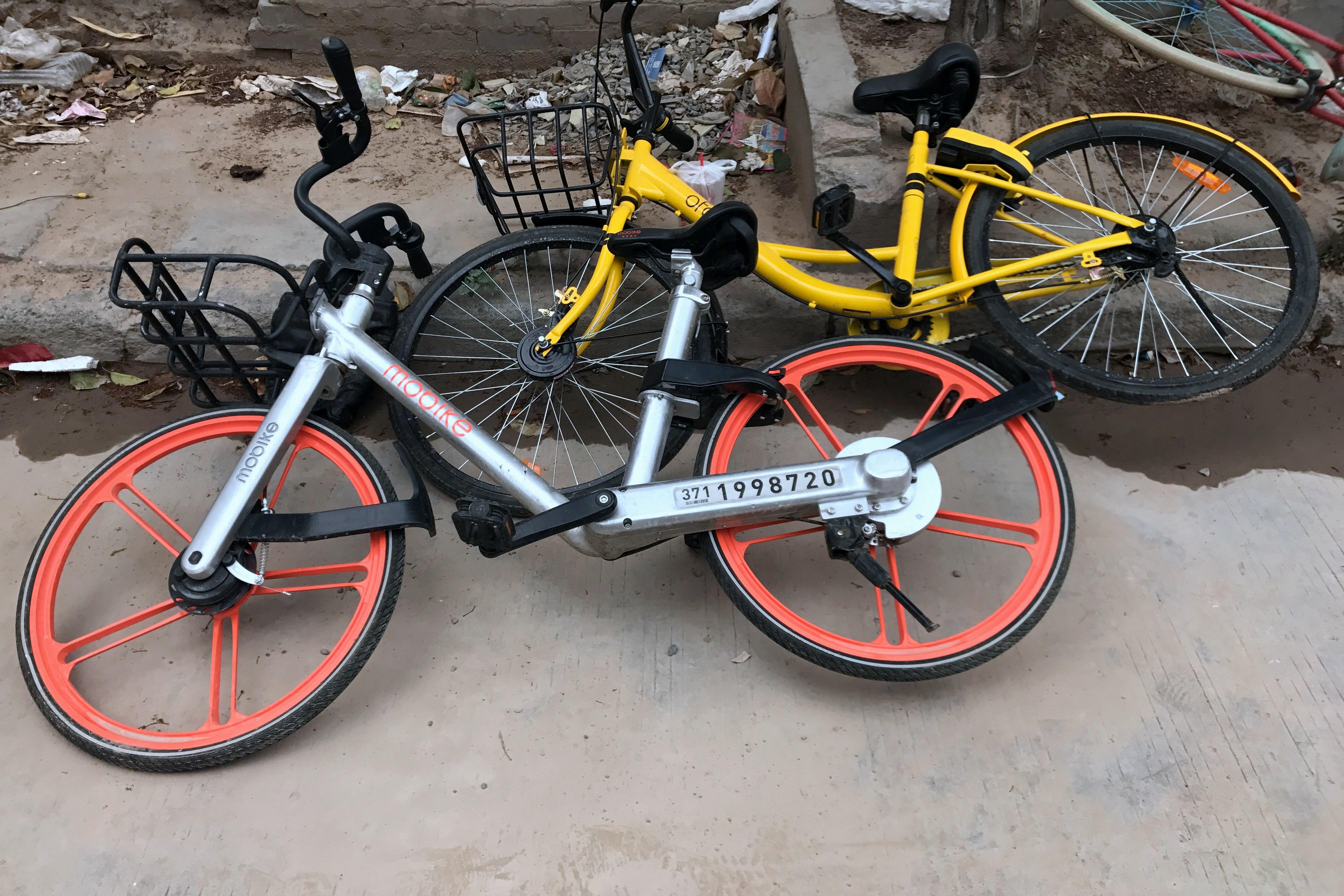 郑州共享单车划专用停放位 乱停乱放能否得到