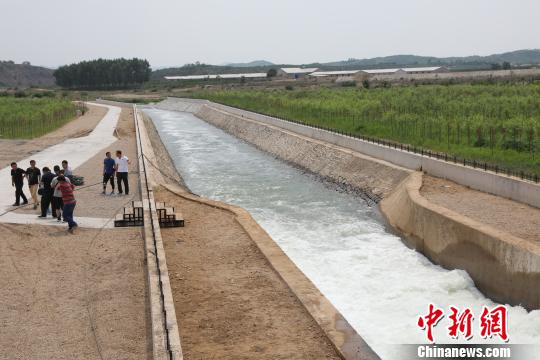 抗旱应急工程正式供水 大连严峻缺水问题获缓解(组图)