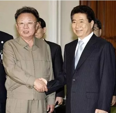 年10月4日,韩国最高领导人与韩国前总统卢武铉-文在寅重启韩朝对图片