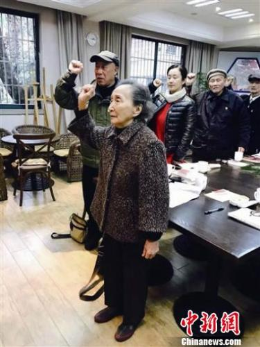 杭州一九旬老人成新党员:至今仍从医服务群众(图)
