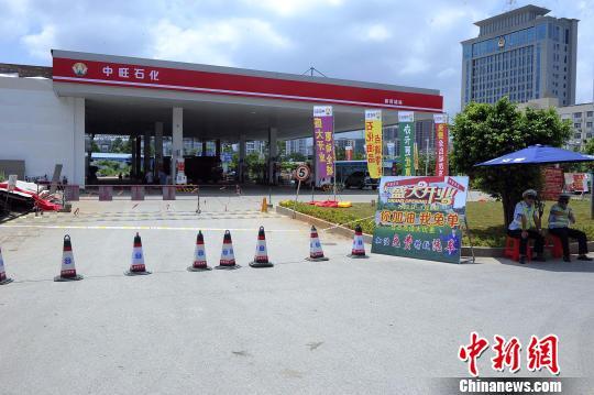 广西贵港发生一起漏油事故 约3立方米油品流入下水道(组图)
