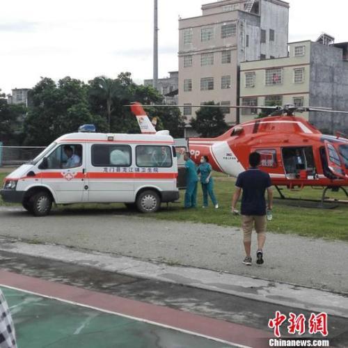 广河高速龙门段一大客车翻车 19人死亡21人受伤(组图)