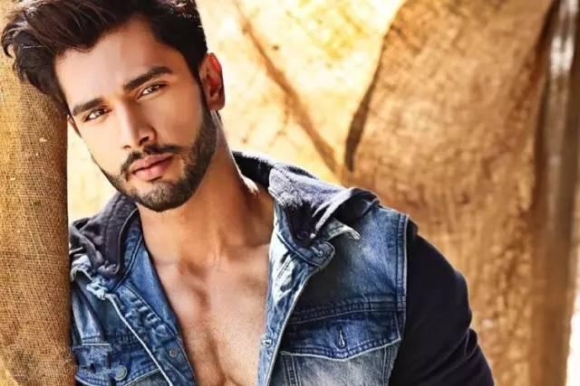 印度男模大根_整体比例也很完美 已经有健身男模的味道 谁能想到他曾在印度廉航干过