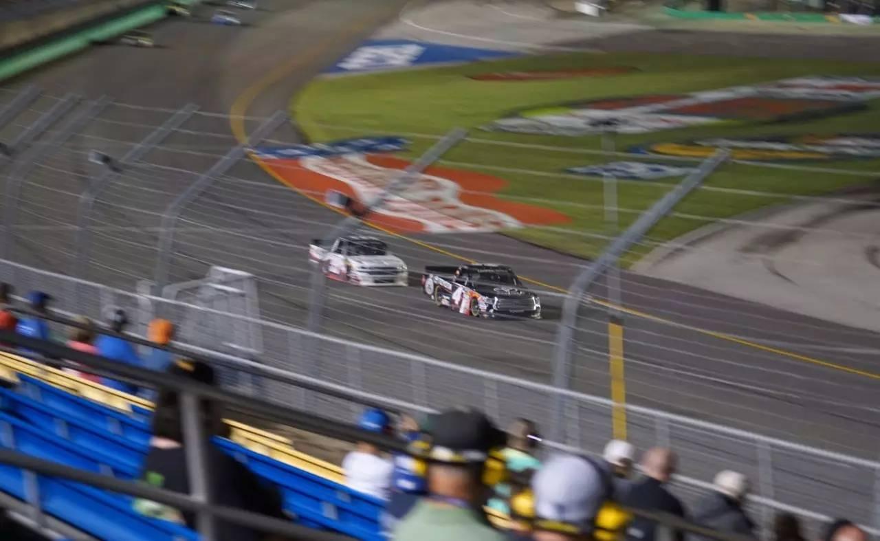 """美国最火热汽车赛NASCAR开赛 志高与世界级品牌同台""""飚车"""""""