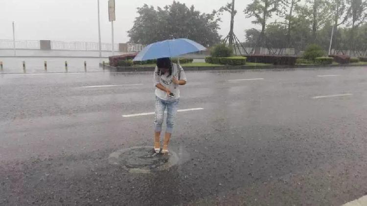 暴雨持续、河水猛涨、高速封路……万州遭遇今年最长大暴雨袭击(组图)