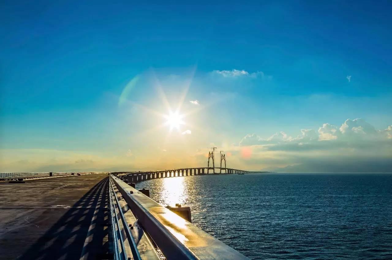港珠澳大桥主体今日贯通 中山将迎来一个新时代 历经8年,世界最长跨海大桥是这样炼成的