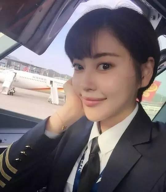 西藏航空惊现女神级美女机师,却因被翻出一张照片,而落入凡间