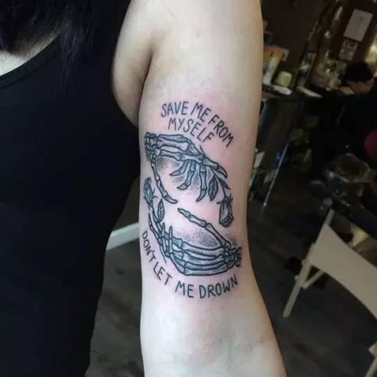 性感纹身女郎