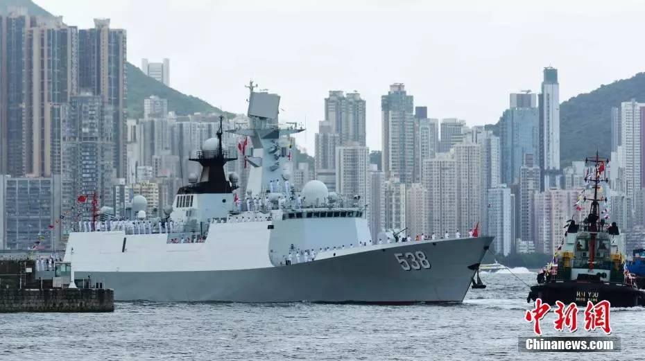 【图鉴】香港举行仪式欢迎辽宁舰航母编队抵港