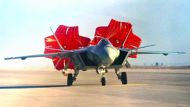 """被发现弱点?美F35战机将录入歼20信息:飞机一起飞便"""""""