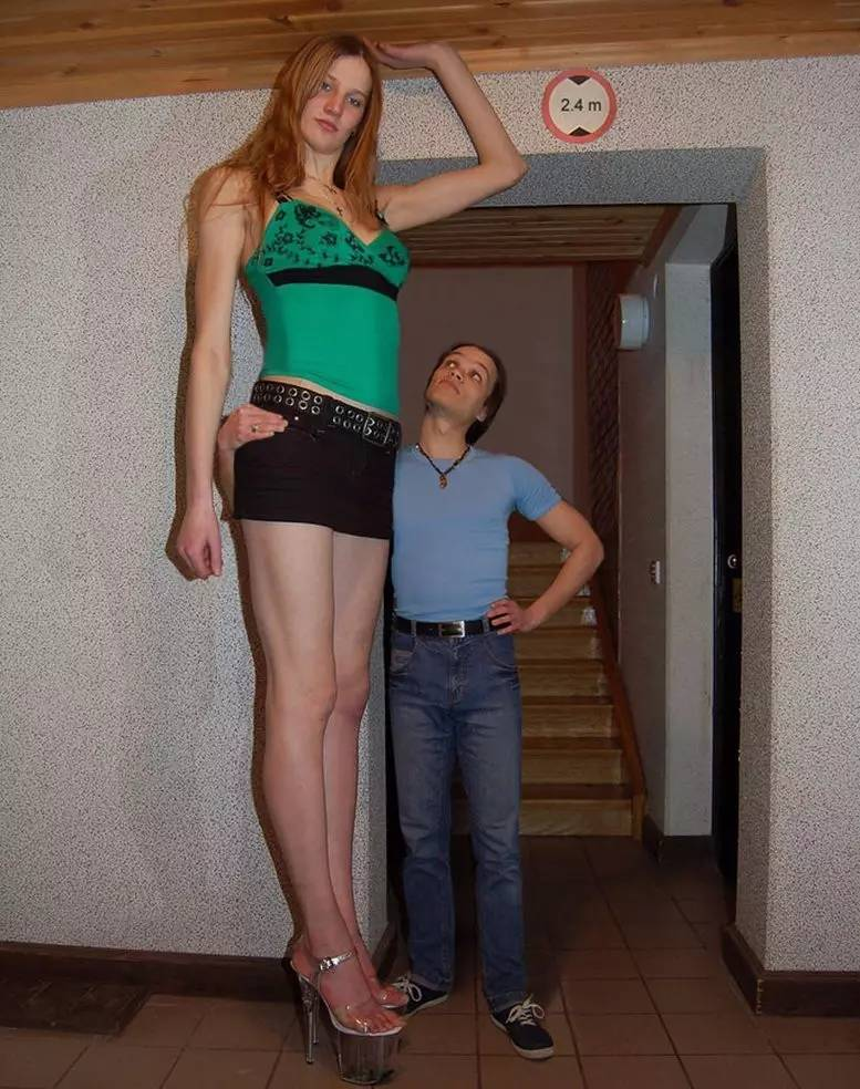 两米高美女巨人_大长腿——巨人美女