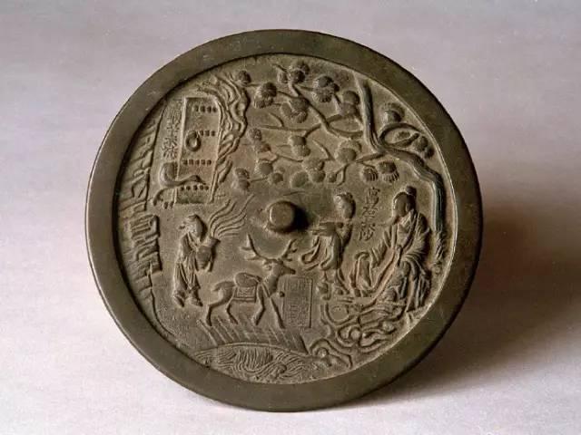 发展出了带柄镜、桃形镜、亚字形镜、鼎形镜,甚至出现了清代的带座