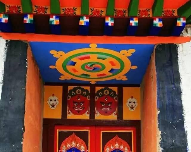 边玛墙是藏式墙体建筑技术领域中的一大发明,那么这种创意的灵感是从图片