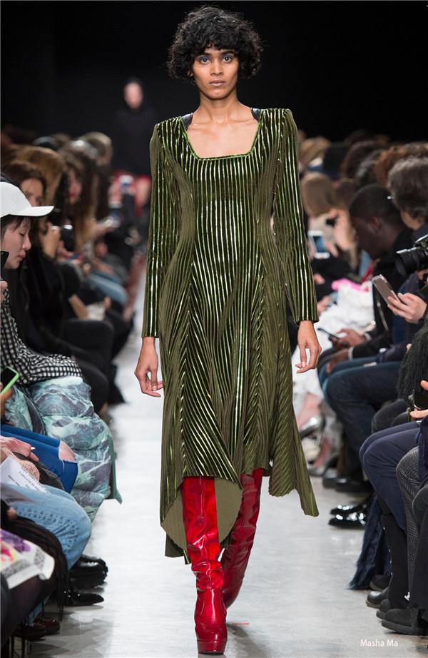 2018春夏女装流行款式:后现代主义设计,连衣裙&套装!图片