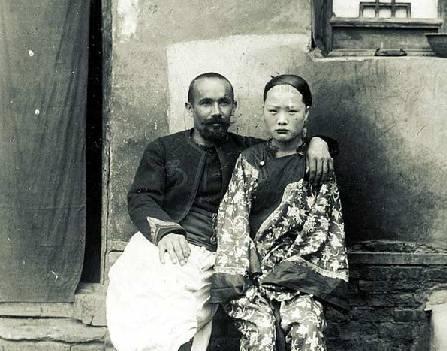 八国联军侵占北京实拍 中国妇女表情各异生不如死