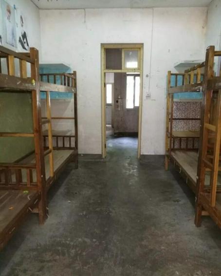 新建的两栋萃雅宿舍楼设施都是新的 6人寝,条件也很不错 南雅区,岭南图片