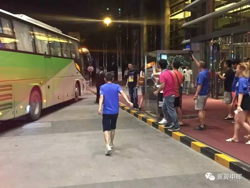【福利】千余申花球迷远征南京 难以忘记的夜晚