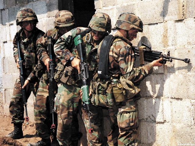 军事资讯_军事资讯:美国特种部队单兵作战需要携带多少武器?一般人还真扛不动