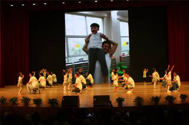 教育 正文  朗诵(毕业诗),歌舞(一年级),(我的妈妈是幼师)亲子节目图片